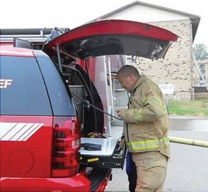 Cape Girardeau, Mo., fire Captain Ray Warner monitors conditions and directs resources from the command post using the 4×4 method. He was in contact with firefighters working the fire via two-way radios and made notes and diagrams on a whiteboard. (Photo provided)