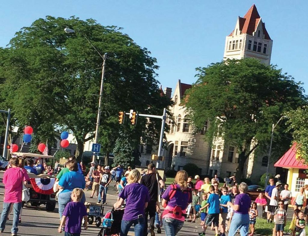 Marchers in the Indiana bicentennial parade file down Rochester's main thoroughfare against the backdrop of the Fulton County Courthouse. (Photo provided)