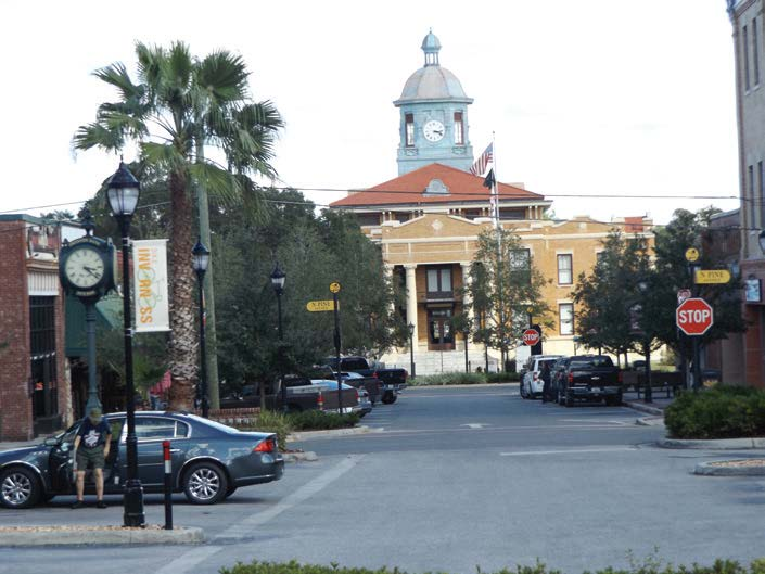 "This photo of downtown Inverness, Fla., shows the historic courthouse, which was saved in part due to the fact that Elvis Presley fi lmed a movie, ""Follow that Dream,"" in the courtroom. (Photo by Denise Fedorow)"